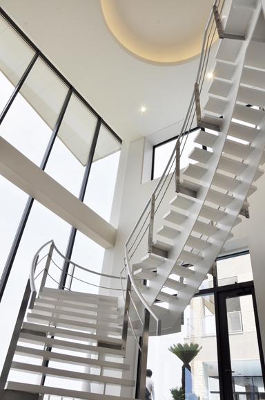 ホール階段2504.jpg